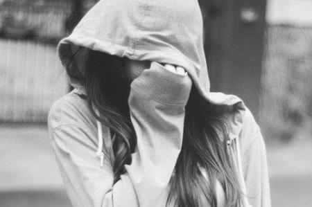 girl-hide