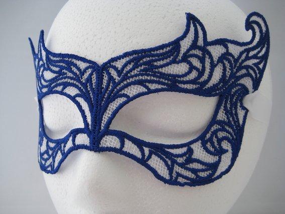 purple-and-gray-lace-masquerade-mask–UDU2Ny04NDk5Mi4yNDU4NDE=